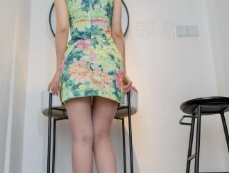 [IESS异思趣向] 模特 梓琪《梓琪花色旗袍首秀》美腿丝足丝袜美图[90P]