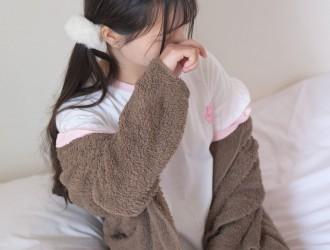 [森萝财团-萝莉丝袜写真] X-020 白棉袜萝莉[75P]