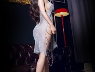 [TouTiao头条女神] 林韵竹 - 金属丝滑吊带裙[17P]