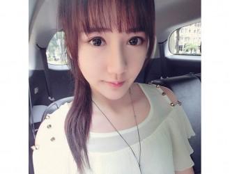 网红美女小精翎大眼萌妹甜美自拍照靓丽迷人写真11P