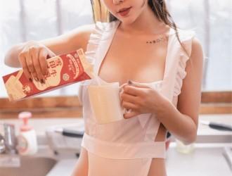 [YouMi尤蜜荟] Vol.295 性感女神@王雨纯日本旅拍制服主题丝袜美图[48P]
